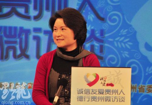 """她用微笑感染世界 ——刘芳老师做客""""德行万博手机系列微访谈""""侧记"""