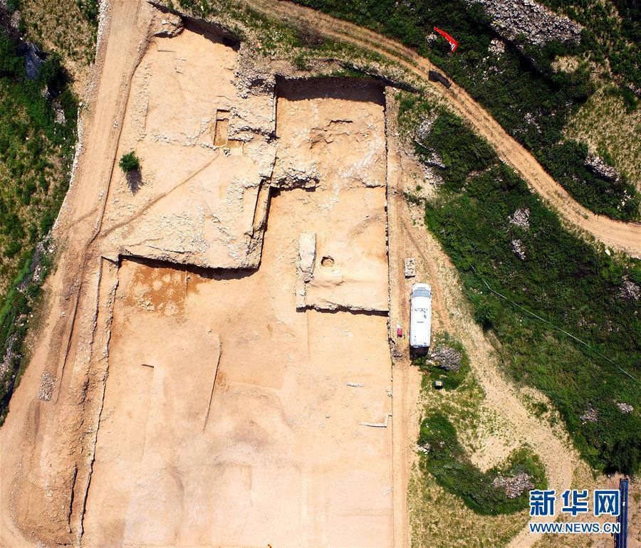 """中国史前最大城址发现石砌""""皇城大道"""""""