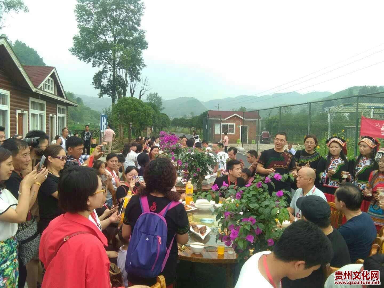 花千谷景区:火把燃烧民族狂欢盛典