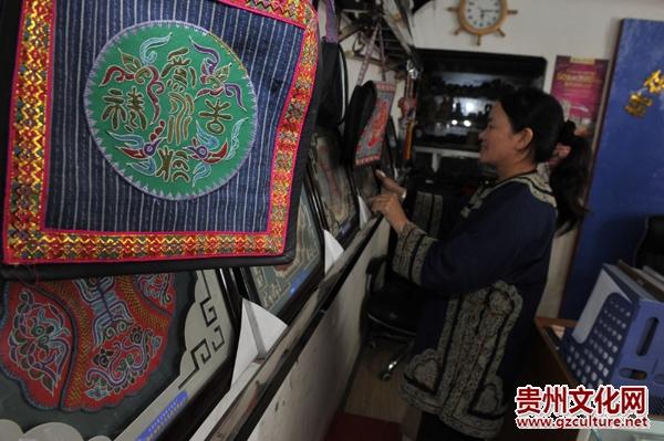 """水族马尾绣:中国刺绣""""活化石"""""""