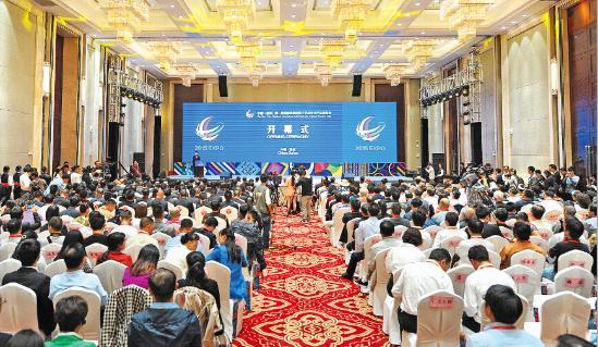 中国(万博手机)第一届国际民族民间工艺品文化产品博览会隆重开幕